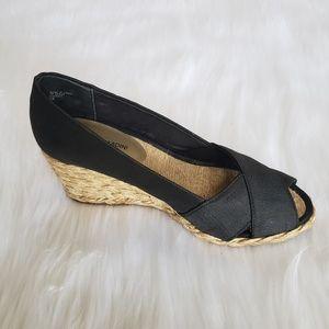 NWOT Adrienne Vittadini Black Peep Toe Wedge 7